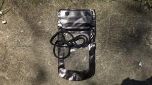 Pouzdro voděodolné Zipper + šňůrka na krk barva černá